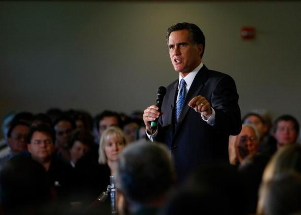 Justin Sullivan「Mitt Romney Hosts Town Hall In Santa Clara」:写真・画像(8)[壁紙.com]