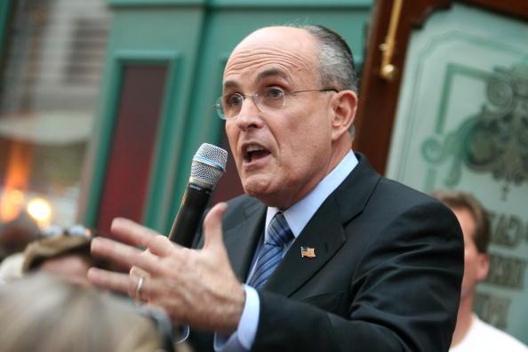 Naples - Florida「Giuliani Continues Flordia Campaigning」:写真・画像(17)[壁紙.com]