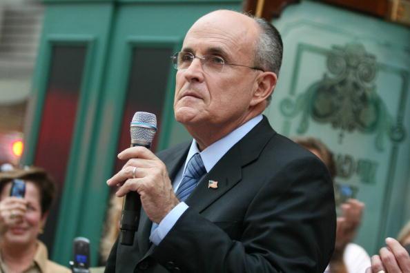Naples - Florida「Giuliani Continues Flordia Campaigning」:写真・画像(4)[壁紙.com]