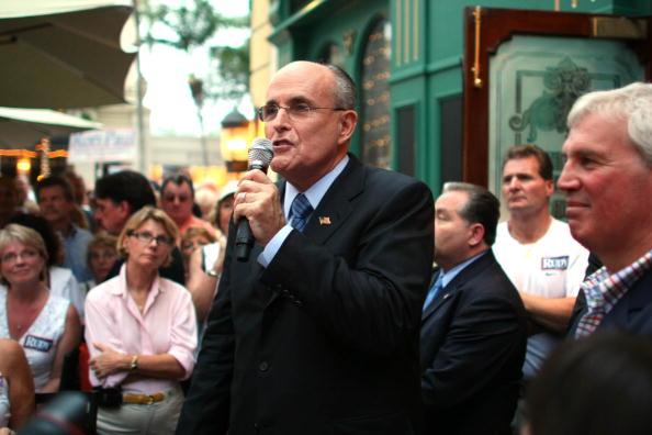 Naples - Florida「Giuliani Continues Flordia Campaigning」:写真・画像(1)[壁紙.com]