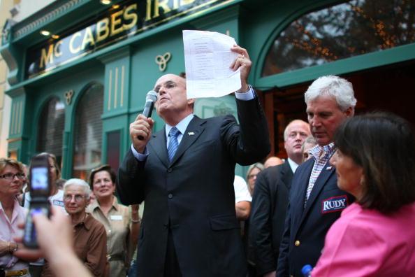 Naples - Florida「Giuliani Continues Flordia Campaigning」:写真・画像(2)[壁紙.com]