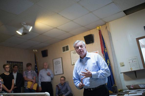 2016年米大統領選 共和党候補「GOP Presidential Candidate Lindsey Graham Visits VFW Post In Iowa」:写真・画像(17)[壁紙.com]
