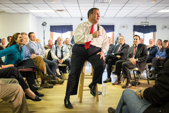 US Republican Party 2016 Presidential Candidate「Meg Whitman Joins Chris Christie For Town Hall In New Hampshire」:写真・画像(15)[壁紙.com]