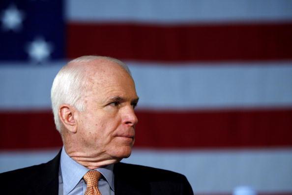 2008「John McCain Attends Economic Summit Meeting In Milwaukee」:写真・画像(16)[壁紙.com]