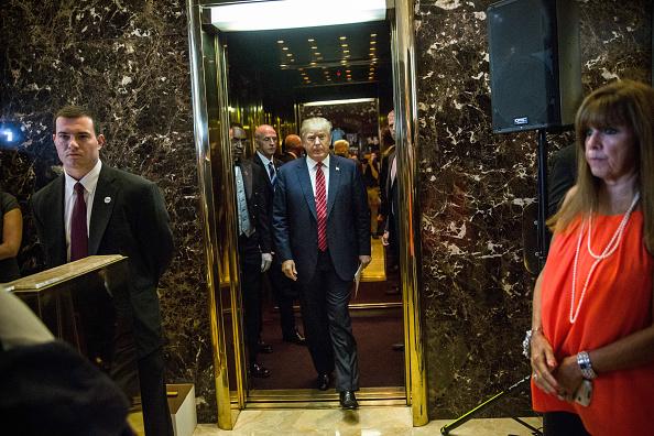全身「Donald Trump Holds Press Conference To Announce His Tax Plan」:写真・画像(17)[壁紙.com]