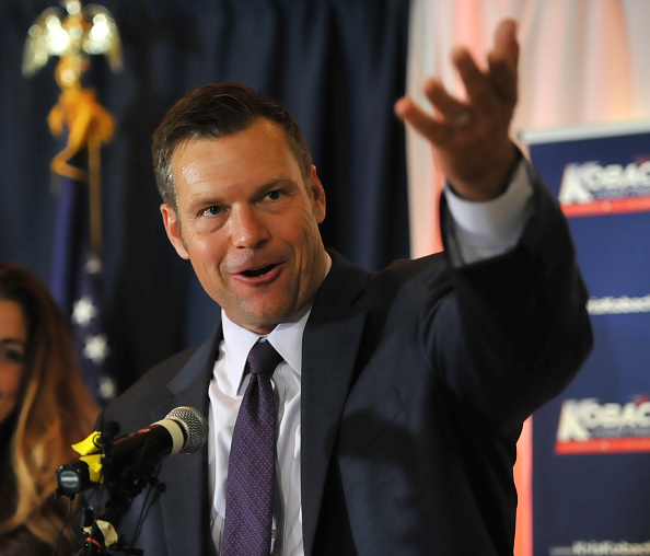 トペカ「Republican Gubernatorial Candidate Secretary of State of Kansas Kris Kobach Attends His Primary Night Gathering In Topeka」:写真・画像(10)[壁紙.com]