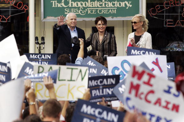 Meeting「McCain And Palin Hit The Campaign Trail After Republican Convention」:写真・画像(7)[壁紙.com]