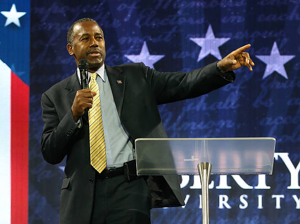 Ben Carson Delivers Remarks At Liberty University Convocation:ニュース(壁紙.com)