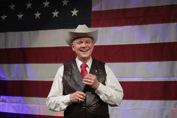 笑顔「Alabama GOP Senate Candidate Roy Moore Holds Campaign Event In Fairhope, Alabama」:写真・画像(4)[壁紙.com]