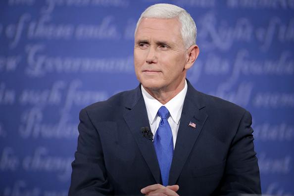 Mike Pence「Vice Presidential Debate Between Gov. Mike Pence And Sen. Tim Kaine」:写真・画像(0)[壁紙.com]