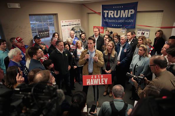 Missouri「Claire McCaskill And Josh Hawley Campaign In Hotly Contested Missouri Senate Race」:写真・画像(15)[壁紙.com]