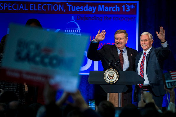 Gratitude「Vice President Pence Campaigns With PA Congressional Candidate Rick Saccone」:写真・画像(10)[壁紙.com]