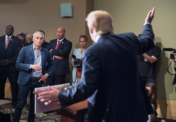 Press Room「GOP Presidential Candidate Donald Trump Campaigns In Iowa」:写真・画像(8)[壁紙.com]