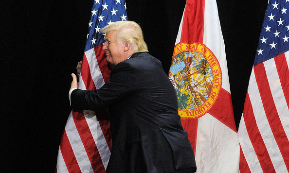 Smiling「Donald Trump Holds Rally In Tampa, Florida」:写真・画像(11)[壁紙.com]