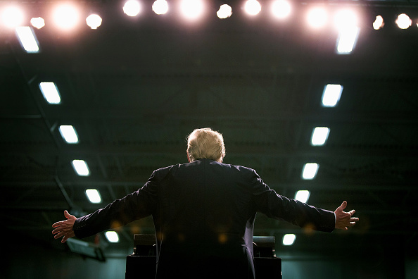 Rear View「Donald Trump Holds Campaign Rally In Warren, Michigan」:写真・画像(1)[壁紙.com]