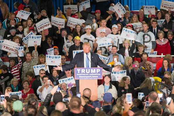 Event「Donald Trump Holds Campaign Rally In Davenport, Iowa」:写真・画像(14)[壁紙.com]