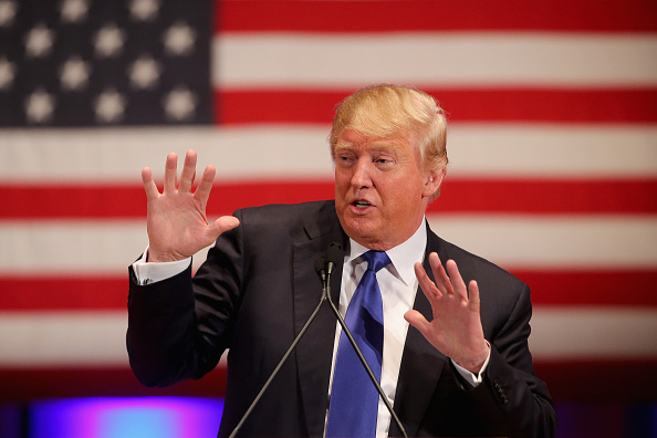 Gesturing「Donald Trump Holds Event To Benefit Veterans On Night Of GOP Debate」:写真・画像(2)[壁紙.com]