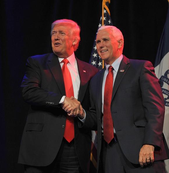 2016年米大統領選 共和党候補「GOP Presidential Candidate Donald Trump Campaigns In Des Moines, Iowa」:写真・画像(2)[壁紙.com]