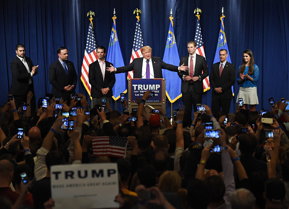 夜景「Donald Trump Hosts Nevada Caucus Night Watch Party In Las Vegas」:写真・画像(13)[壁紙.com]