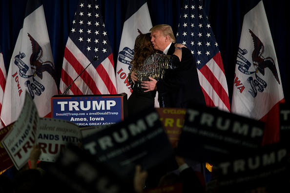 Aaron P「Donald Trump Makes Campaign Swing Through Iowa」:写真・画像(7)[壁紙.com]