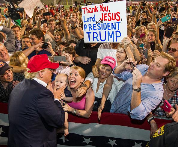 米国大統領選挙「Donald Trump Holds Campaign Rally In Mobile, Alabama」:写真・画像(14)[壁紙.com]