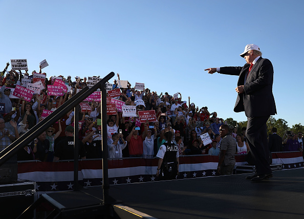 Naples - Florida「GOP Presidential Nominee Donald Trump Holds Campaign Rally At Collier County Fairgrounds In Naples, Florida」:写真・画像(15)[壁紙.com]