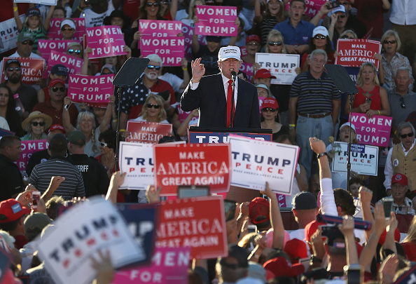 Naples - Florida「GOP Presidential Nominee Donald Trump Holds Campaign Rally At Collier County Fairgrounds In Naples, Florida」:写真・画像(16)[壁紙.com]