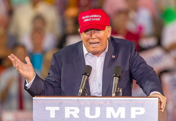 Mark Wallheiser「Donald Trump Holds Campaign Rally In Mobile, Alabama」:写真・画像(0)[壁紙.com]