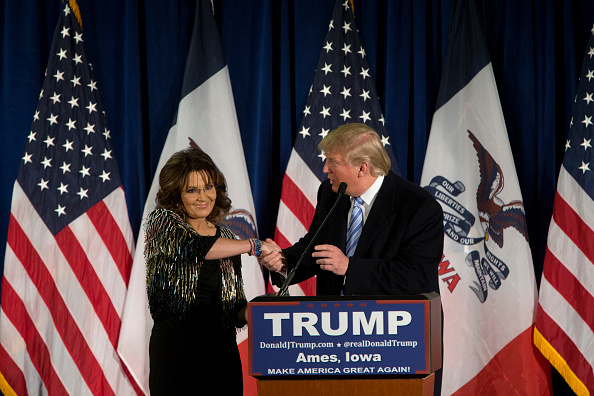 Aaron P「Donald Trump Makes Campaign Swing Through Iowa」:写真・画像(19)[壁紙.com]