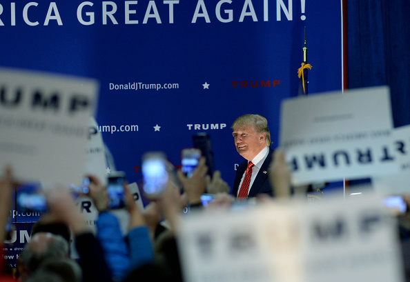 Medium Group Of People「Republican Presidential Candidate Donald Trump Campaigns In Nashua, New Hampshire」:写真・画像(19)[壁紙.com]