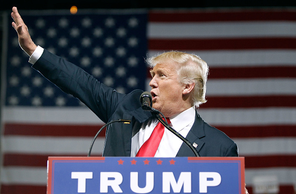 Gesturing「Donald Trump Holds Campaign Rally In Phoenix, Arizona」:写真・画像(14)[壁紙.com]