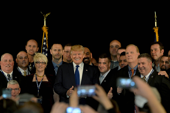 2016年アメリカ大統領選挙「GOP Presidential Front Runner Donald Trump Attends The New England Police Benevolent Association Meeting」:写真・画像(7)[壁紙.com]