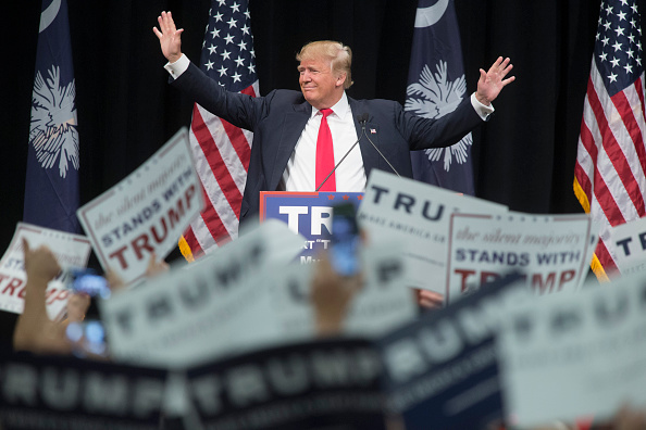 Aaron P「Donald Trump Campaigns Along SC Coast One Day Ahead Of Primary」:写真・画像(14)[壁紙.com]