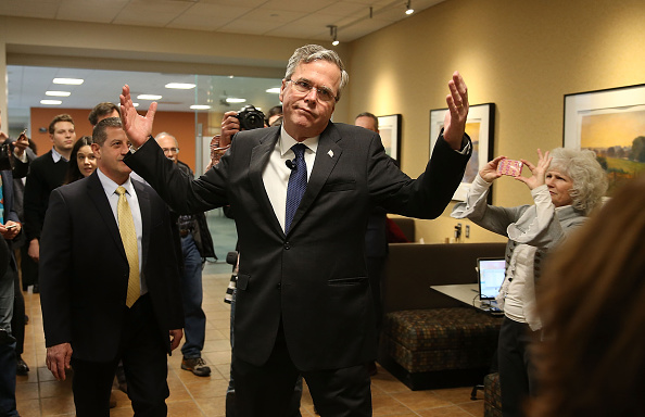 Jeb Bush「Former Florida Governor And Presidential Candidate Jeb Bush Campaigns In Iowa」:写真・画像(14)[壁紙.com]