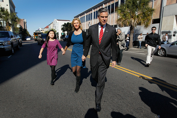 Charleston - South Carolina「Huntsman Stops For Lunch On SC Campaign Trail」:写真・画像(5)[壁紙.com]