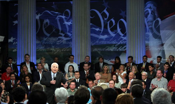 Meeting「McCain Holds Town Hall Meeting At Federal Hall」:写真・画像(2)[壁紙.com]