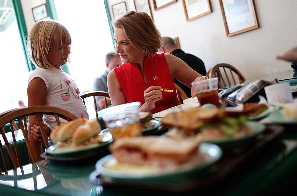 Win McNamee「GOP Presidential Candidate Carly Fiorina Campaigns In Iowa」:写真・画像(5)[壁紙.com]