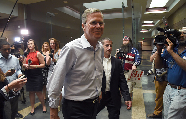 US Republican Party 2016 Presidential Candidate「Republican Presidential Candidate Jeb Bush Holds Town Hall Meeting In Nevada」:写真・画像(6)[壁紙.com]