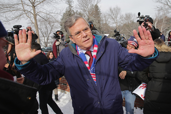 2016 United States Presidential Election「Jeb Bush Campaigns On New Hampshire Primary Day」:写真・画像(15)[壁紙.com]