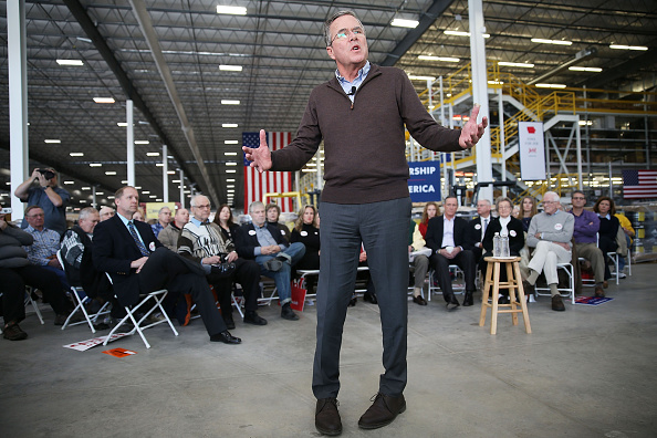 US Republican Party 2016 Presidential Candidate「GOP Presidential Candidate Jeb Bush Holds Town Hall In Grinnell, Iowa」:写真・画像(12)[壁紙.com]