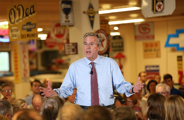 Jeb Bush「Republican Presidential Candidate Jeb Bush Campaigns At The Polk County GOP Annual Summer Sizzle」:写真・画像(12)[壁紙.com]