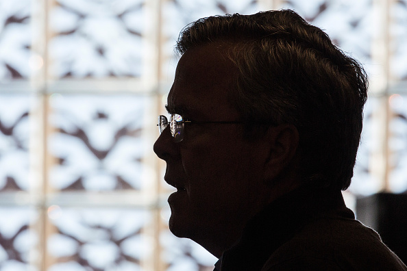 2016 United States Presidential Election「Jeb Bush Holds Employee Town Hall At Keene, NH Business」:写真・画像(16)[壁紙.com]
