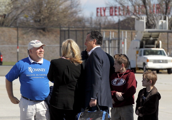 Hartsfield-Jackson Atlanta International Airport「Romney Campaigns In Georgia And Tennessee Ahead Of Super Tuesday」:写真・画像(6)[壁紙.com]