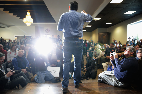 Chip Somodevilla「Ted Cruz Holds Town Hall In NH After Winning Iowa Caucuses」:写真・画像(8)[壁紙.com]