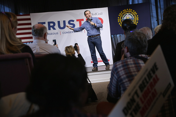 Chip Somodevilla「Ted Cruz Holds Town Hall In NH After Winning Iowa Caucuses」:写真・画像(9)[壁紙.com]
