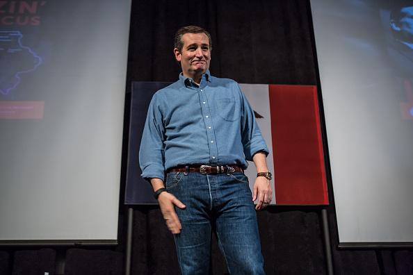 1人「GOP Presidential Candidate Sen. Ted Cruz (R-TX) Campaigns Ahead Of Iowa Caucus」:写真・画像(18)[壁紙.com]