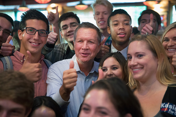 オハイオ州「John Kasich Campaigns At Chicago Restaurant」:写真・画像(11)[壁紙.com]