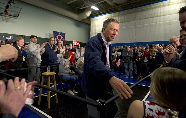 US Republican Party 2016 Presidential Candidate「Presidential Candidate And Ohio Governor John Kasich Hold Town Hall In Strongsville」:写真・画像(10)[壁紙.com]