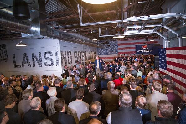 Scott Olson「John Kasich Holds Campaign Rally In Lansing On Day Of Michigan Primary」:写真・画像(6)[壁紙.com]