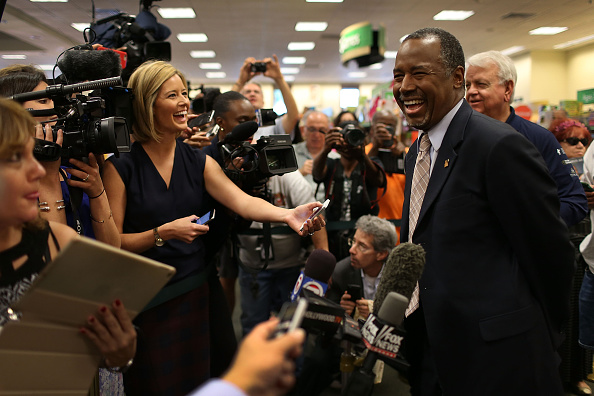 US Republican Party Presidential Candidate「GOP Presidential Candidate Ben Carson Takes Book Tour To Florida」:写真・画像(10)[壁紙.com]